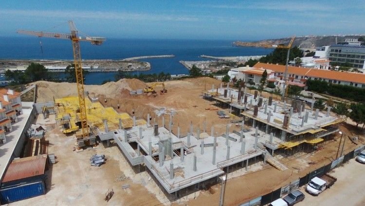 3 Bed Building for sale in Nazaré, Portugal